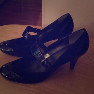 Black suede/leather combo womens' dress shoes